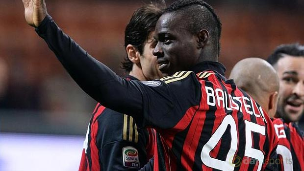 Mario Balotelli completes Liverpool switch