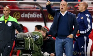 Sunderland head coach Dick Advocaat calls for stronger defence