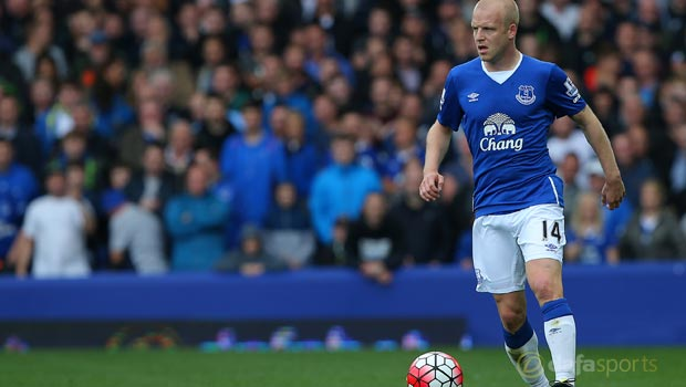 Everton star Steven Naismith targets top four
