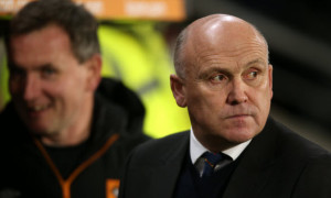 Hull City Phelan stands by Robertson