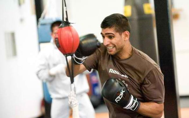 Amir Khan considers Dubai vs Devon Alexander