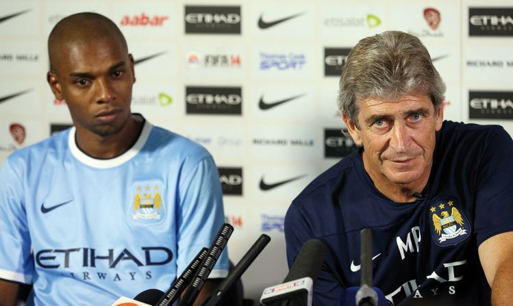fernandinho signs manchester city