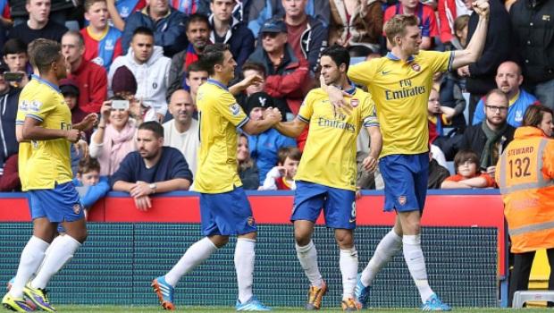 Arsenal celebrates against crystal palace