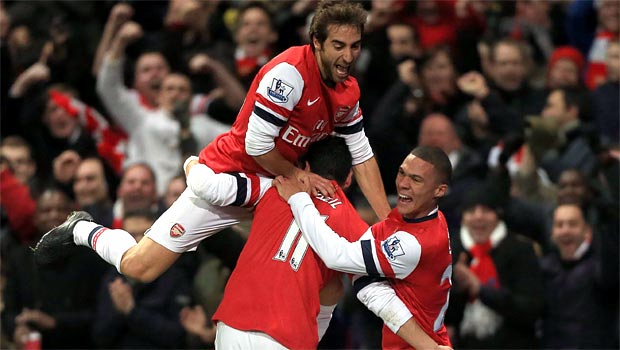 Arsenal midfielder Mathieu Flamini with teammates