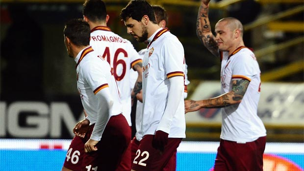 Roma midfielder Radja Nainggolan and team