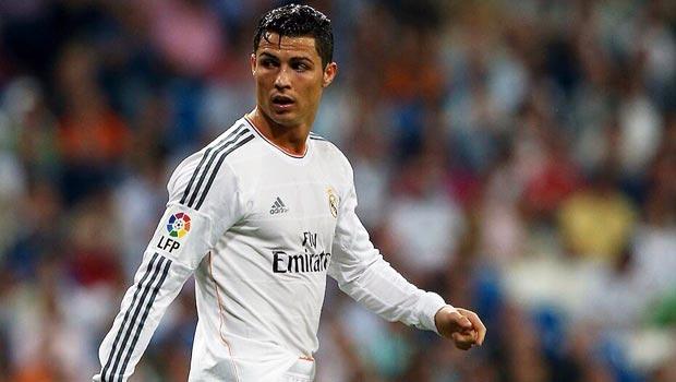 Cristiano Ronaldo scores against valencia