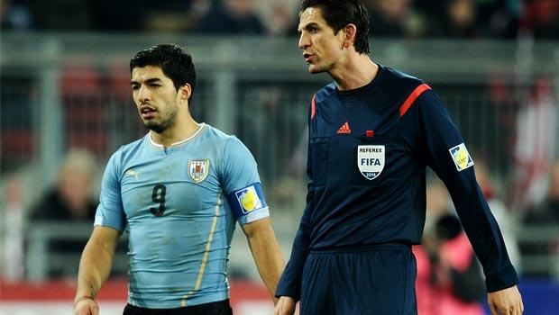 Luis Suarez Uruguay Knee Injury