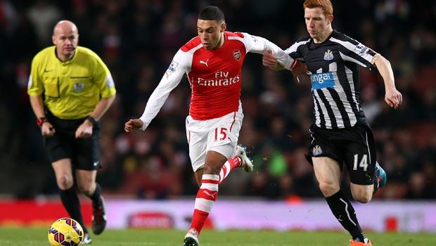 Jack Colback and Alex Oxlade-Chamberlain Arsenal v Newcastle United