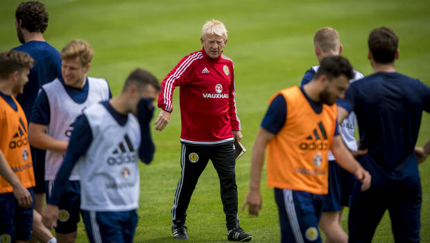 Strachan urges Scots to 'dig in' for Auld Enemy clash