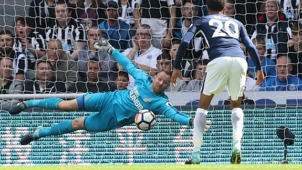 Newcastle-United-goalkeeper-Rob-Elliot