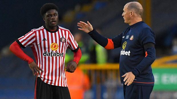 Sunderland Josh Maja (left) speaks with manager Simon Grayson