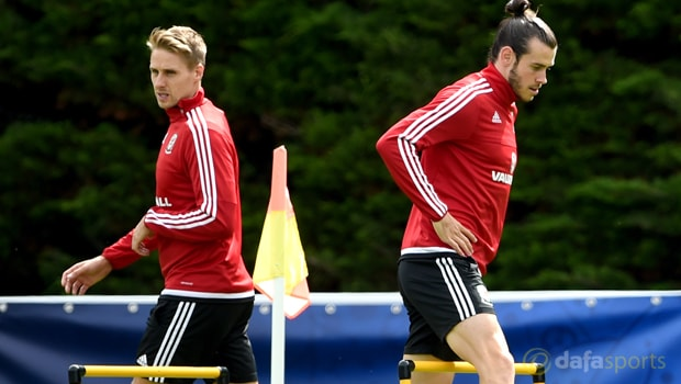 David-Edwards-and-Gareth-Bale-Wales-World-Cup-qualifiers